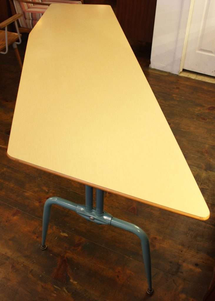 FrenchLaminatedTable2_l