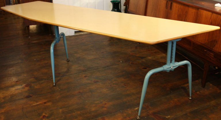 FrenchLaminatedTable4_l