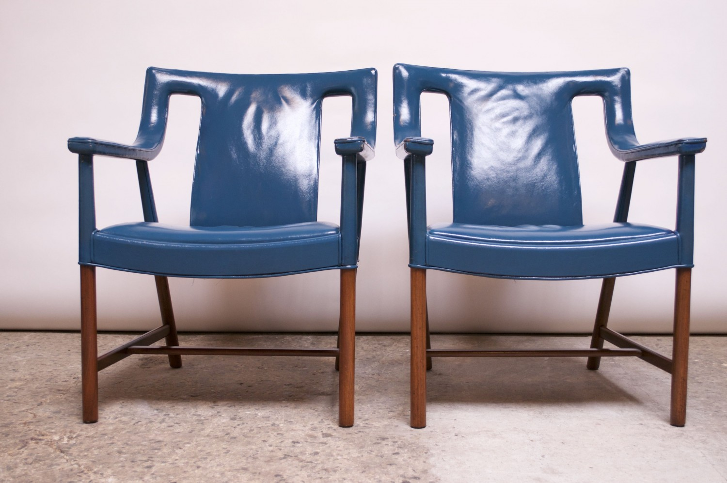 Phenomenal Pair Of Danish Blue Leather Armchairs By Ejner Larsen And Aksel Bender Madsen Pabps2019 Chair Design Images Pabps2019Com